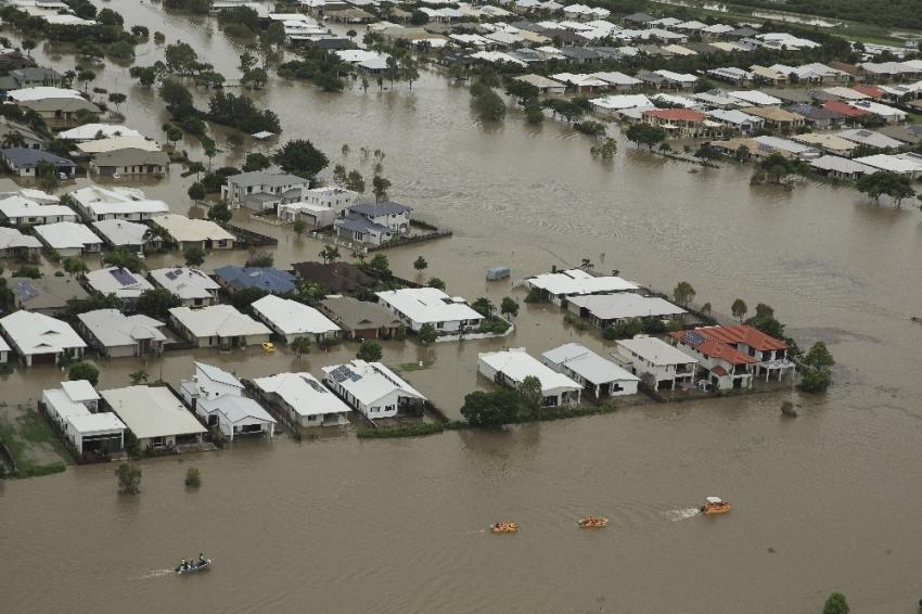 Şehir sular altında kaldı: 2 ölü