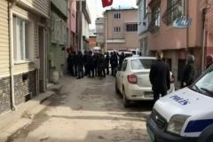 3 çocuk annesi kadın evinde 6 yerinden bıçaklanarak öldürüldü