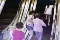 3 kadının yürüyen merdivenle imtihanı
