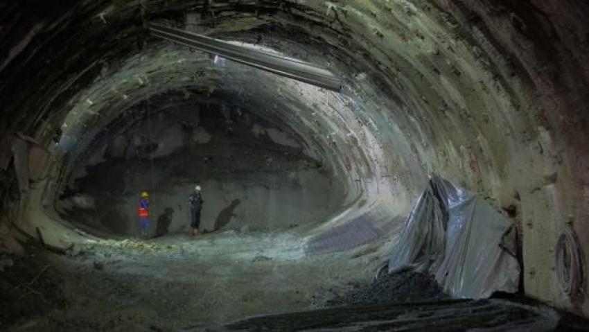 Dev tünelin inşaatı göçtü