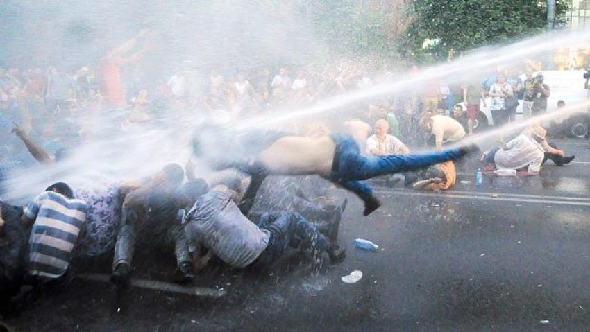 Ermenistan'da meydanlar ısındı