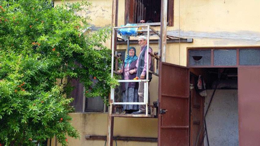 Eşi için eve asansör yaptı!