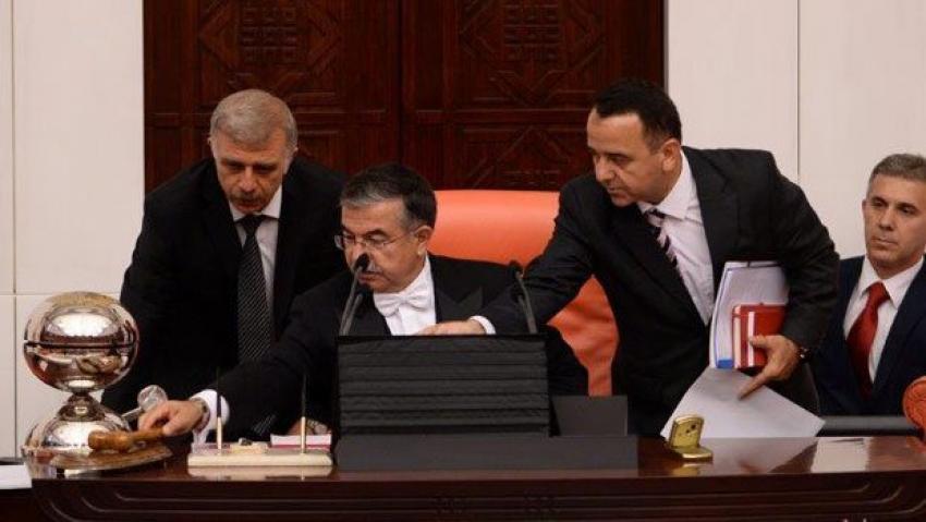 İsmet Yılmaz aç kapa yaptı Meclis gerildi