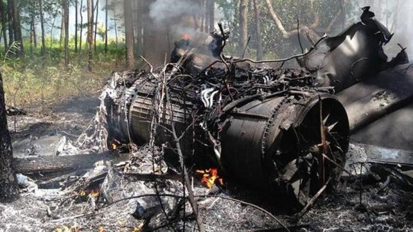 F-16 yolcu uçağıyla çarpıştı