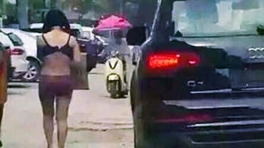 Eşini önce dövdü, sonra sokakta çıplak gezdirdi