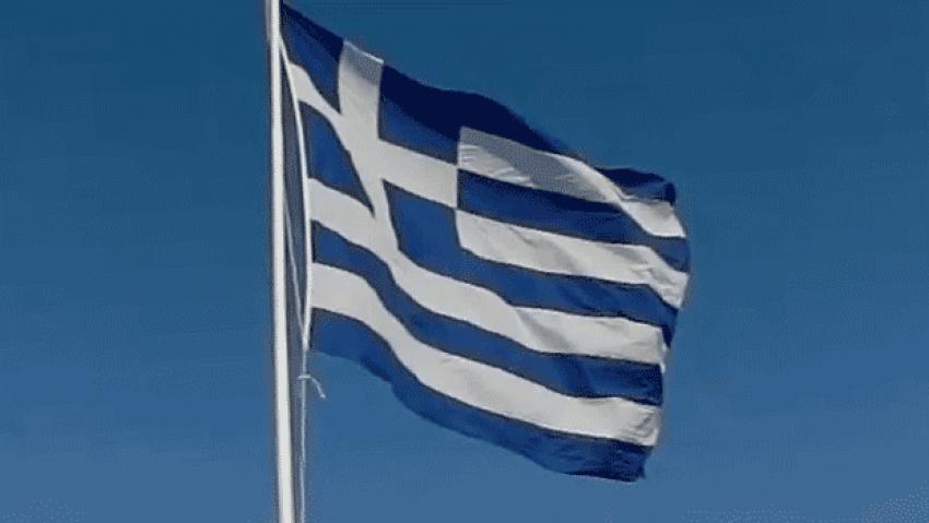 Yunanistan'da istifa şoku