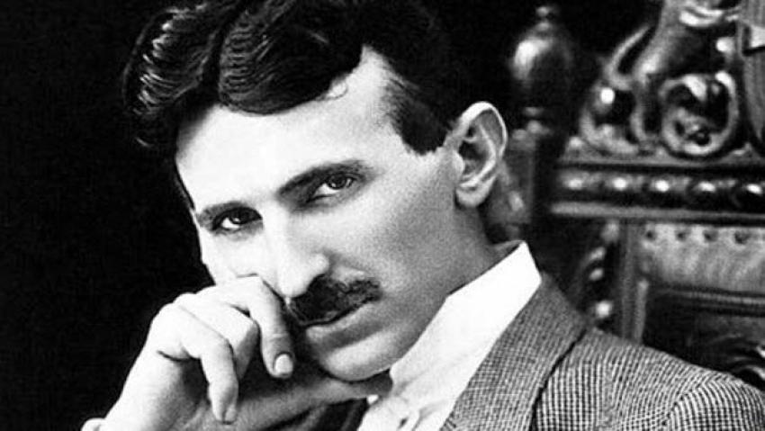 Tesla akıllı telefonları bilmiş!
