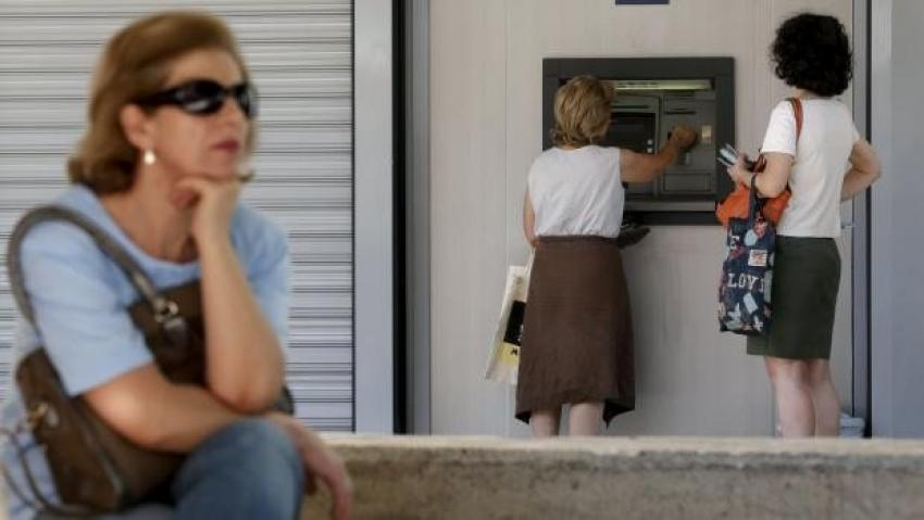 Komşuda bankalar iki gün daha kapalı kalacak
