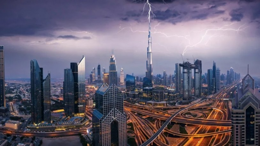 Sıcaklığın 50 dereceye çıktığı Dubai'de yapay yağmur üretildi