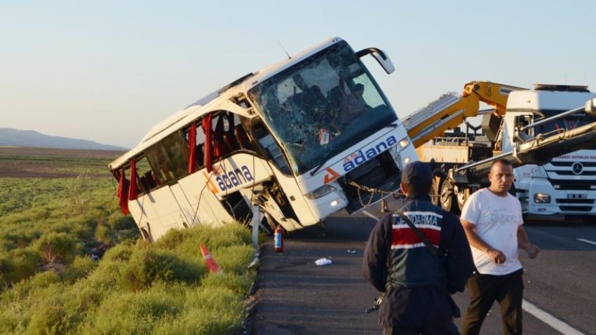 Yolcu otobüsü devrildi: 22 yaralı!