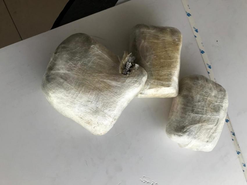 Kargoya verilen paketten 4 kiloya uyuşturucu çıktı