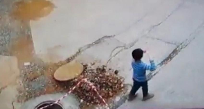 Uçurtma uçuran çocuk üstü açık bırakılan kanala düştü