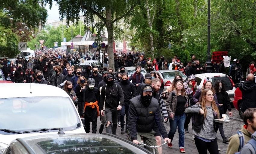 Berlin'deki izinsiz gösterilerde 50 kişi gözaltına alındı