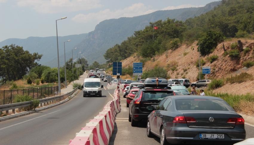 Muğla'nın dört bir tarafında trafik kilitlendi
