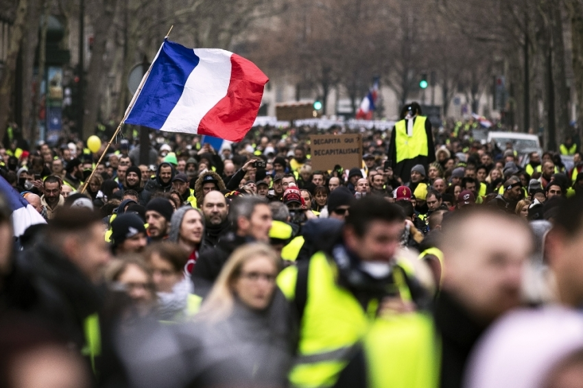 """Fransa'da """"maske"""" yasağı"""
