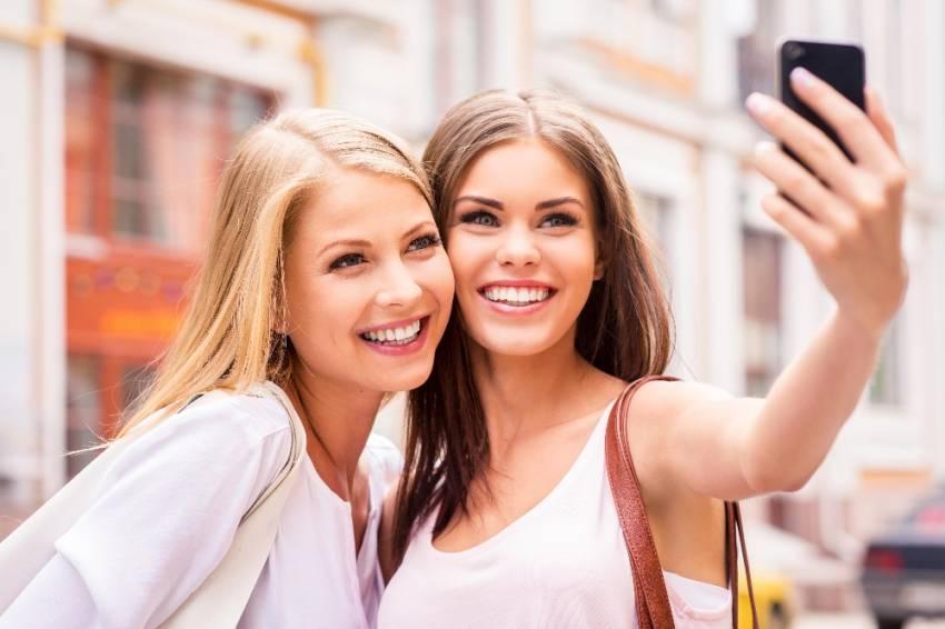 Selfie çekmek cildi yaşlandırıyor