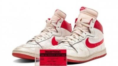 Michael Jordan'ın giydiği spor ayakkabılar rekor fiyata satıldı