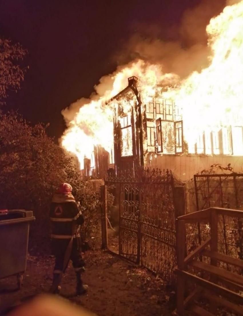 Gürcistan'da 6 kişi yanarak öldü