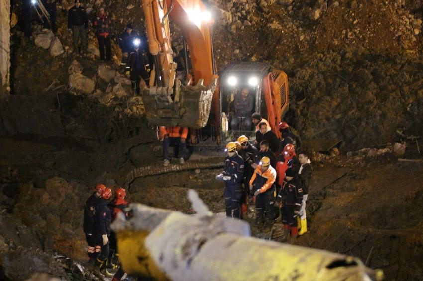 İzmir'de bir işçinin daha cansız bedenine ulaşıldı