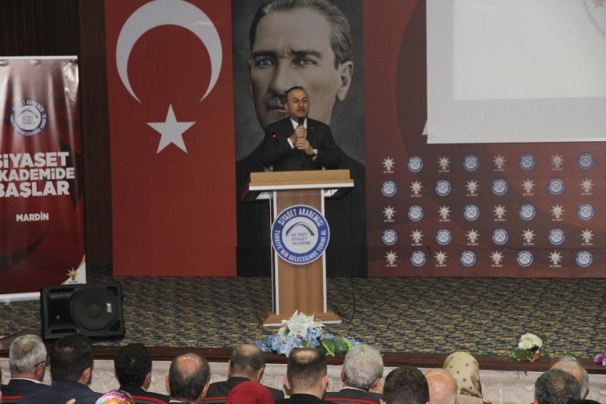 Bakan Çavuşoğlu, Mardin'de Siyaset Akademisi programına katıldı