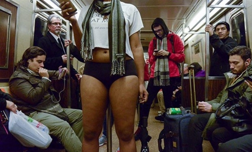Metro'da çıplak eylem