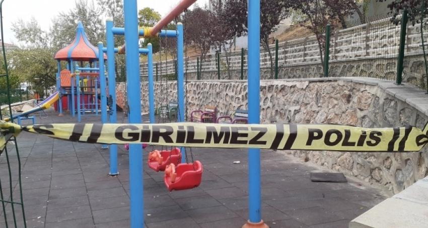 Eşini parkta oynayan çocuğunun gözü önünde...
