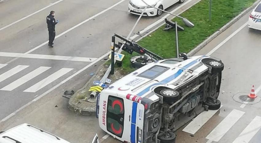 Bursa'da hasta taşıyan ambulans...
