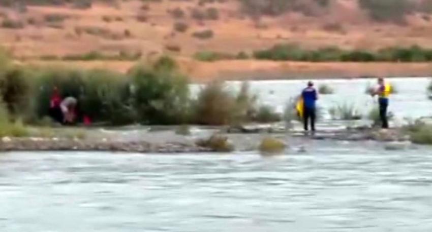 Baraj suyu yükseldi, 5 genç mahsur kaldı