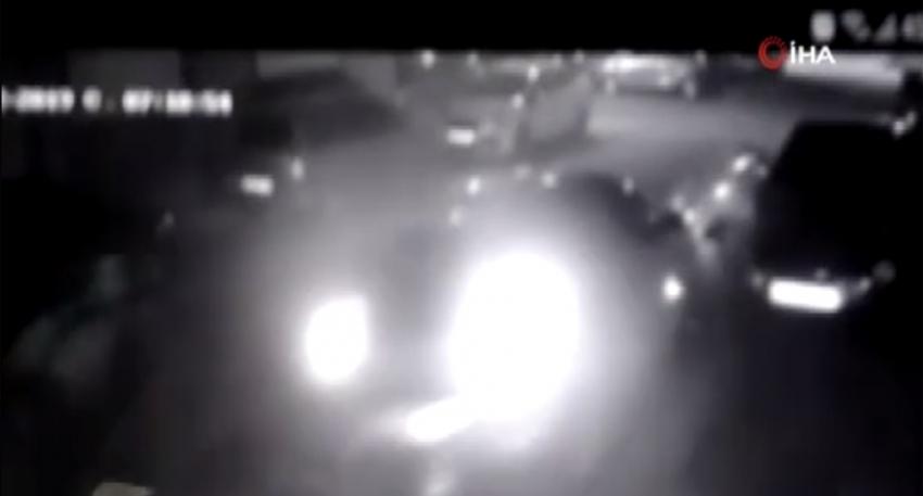 Park halindeki otomobile çarpıp kaçtı