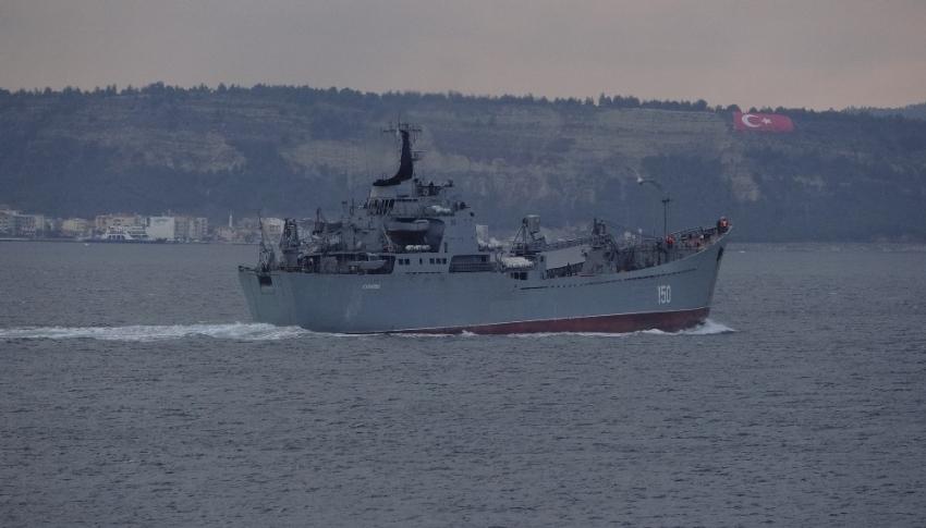 Rus savaş gemisi 'Saratov' boğazdan geçti