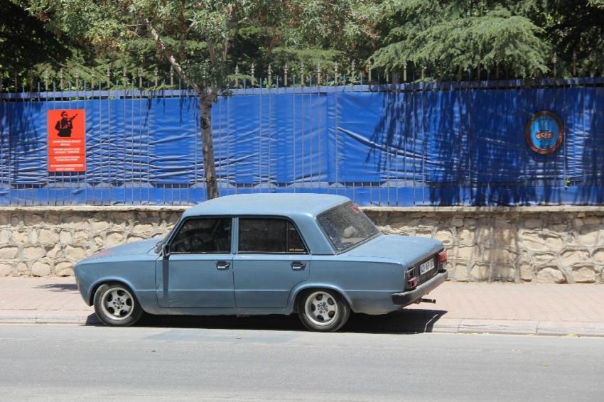 Jandarma önünde şüpheli araç paniği