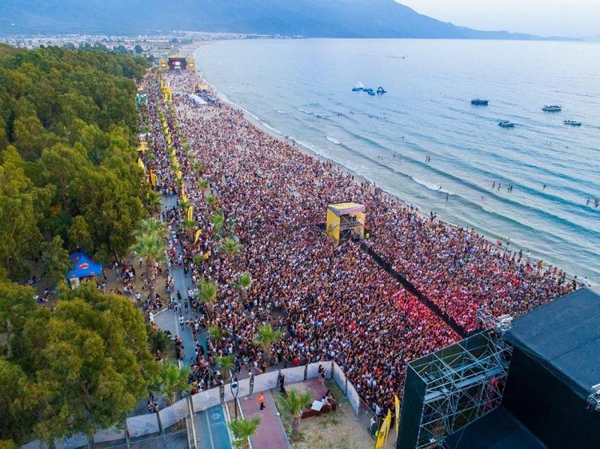 Kuşadası Gençlik Festivali 4 günde 200 bin genci ağırladı
