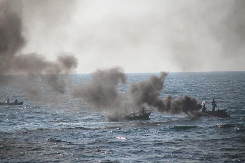 Filistinliler İsrail'in deniz ablukasını kırmak için denize açıldı