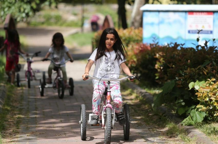 Bursa'da çocuklar özgürlüğe pedal çevirdi