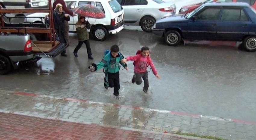 Mersin'de okullar yarın da tatil mi ?