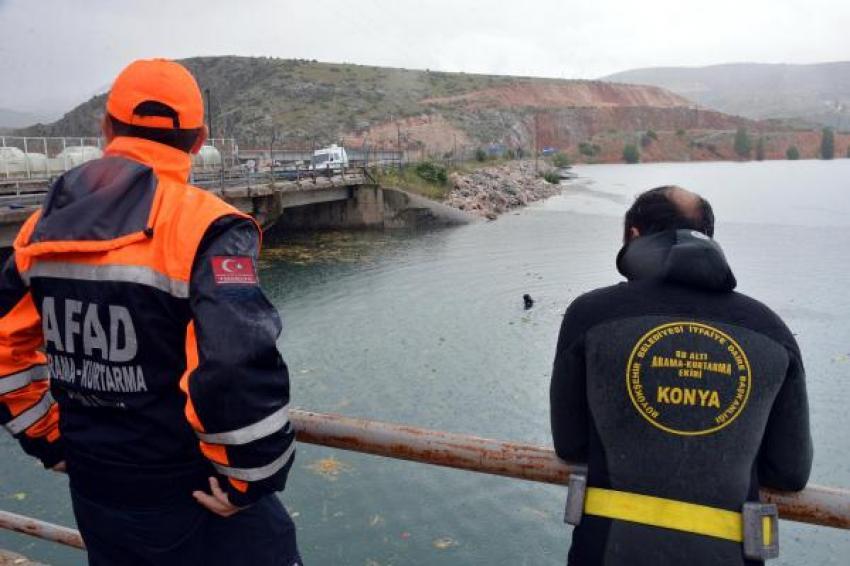 Karpuz yüklü TIR baraj gölüne uçtu: 1 ölü, 1 kayıp