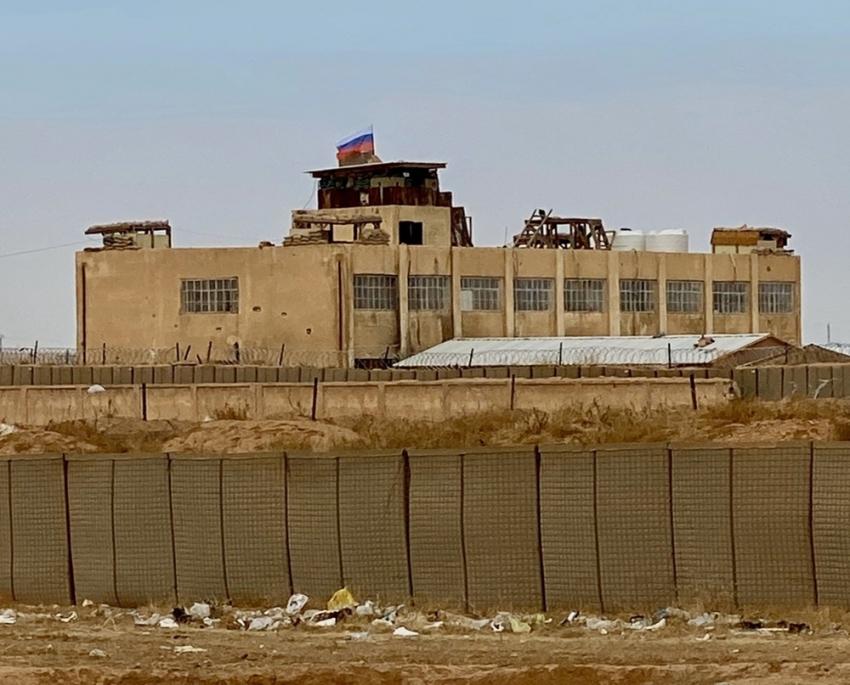 ABD'nin terk ettiği Suriye'deki askeri üsse Rus bayrağı çekildi
