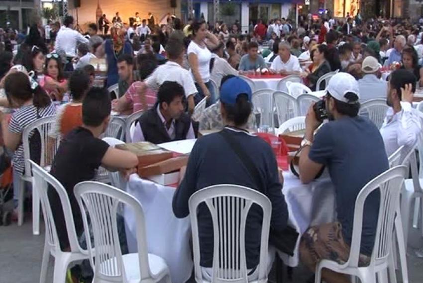 Taksim Meydanı'nda 3 bin kişiye iftar
