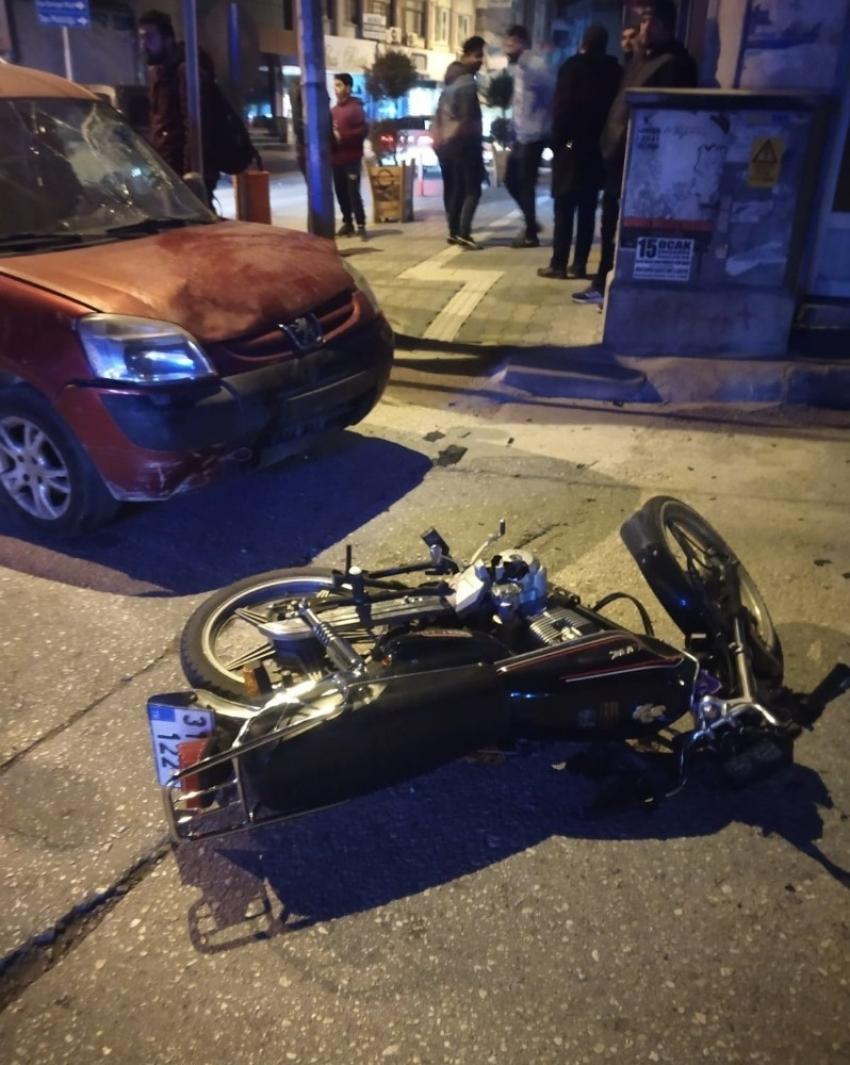 Samandağ'da otomobil ile motosiklet çarpıştı: 2 yaralı