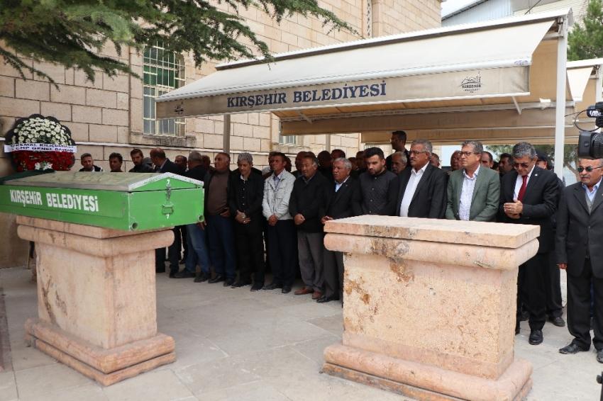 Neşet Ertaş'ın kardeşi Ayşe Garip son yolculuğuna uğurlandı