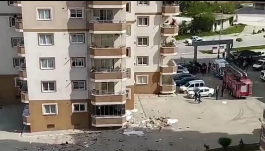 Sinir krizi geçiren adam ev eşyalarını 8'inci kattan attı