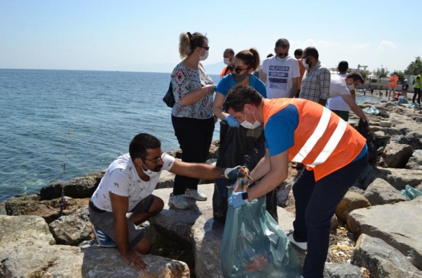 Rotaryenler Mudanya sahillerini temizledi