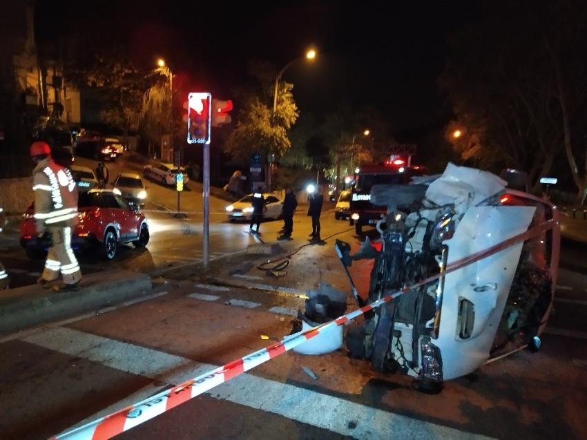Sarıyer'de panelvan araçla otomobil çarpıştı: 2 yaralı