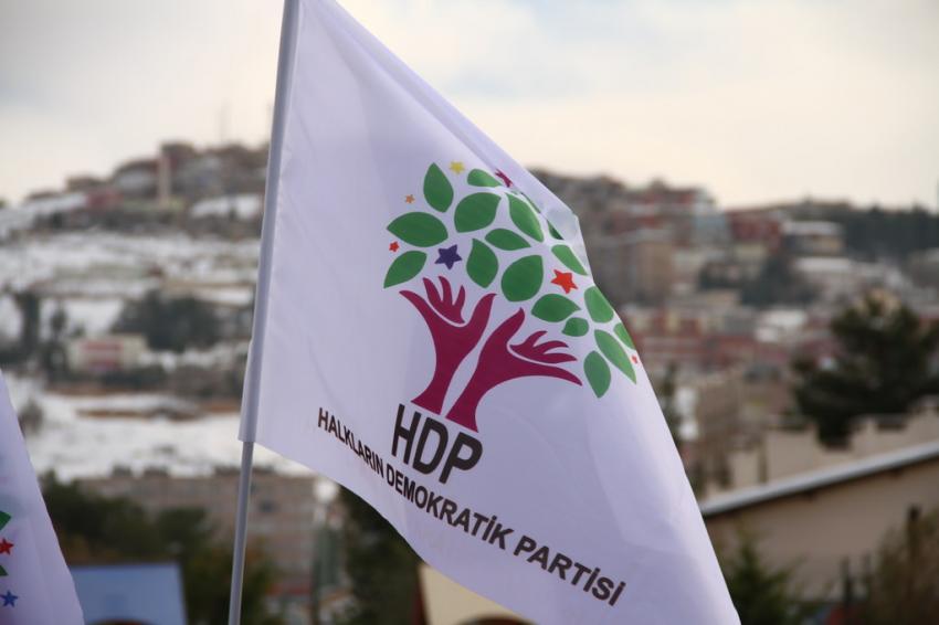 HDP'nin minibüsüne ateş açıldı