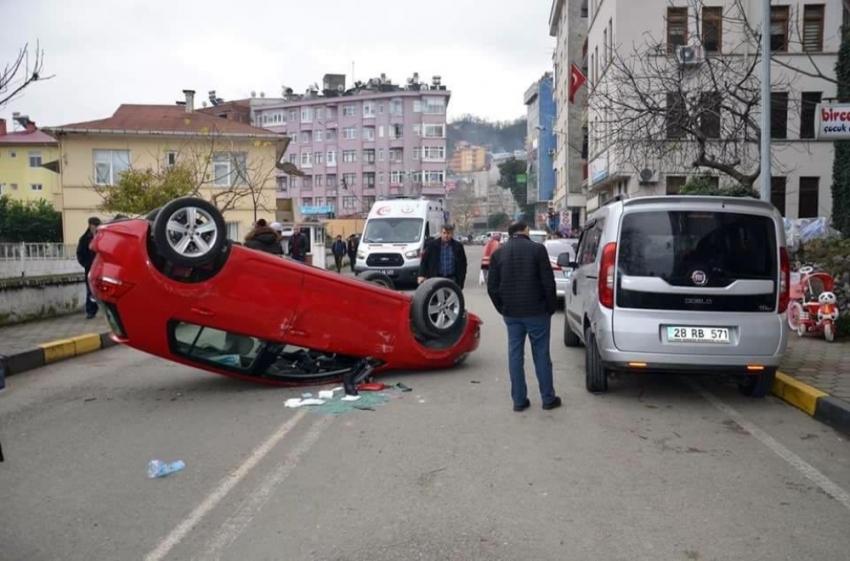 20 kilometre hızla ilerlerken takla atan aracın sürücüsü yaralandı. ile ilgili görsel sonucu