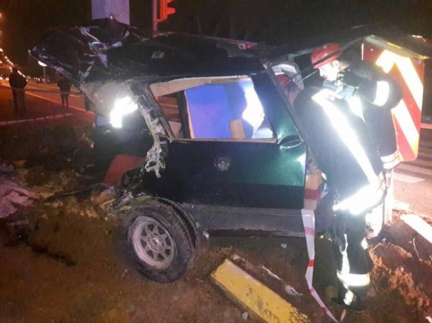 Kamyona çarpan otomobil ikiye bölündü: 1 ölü