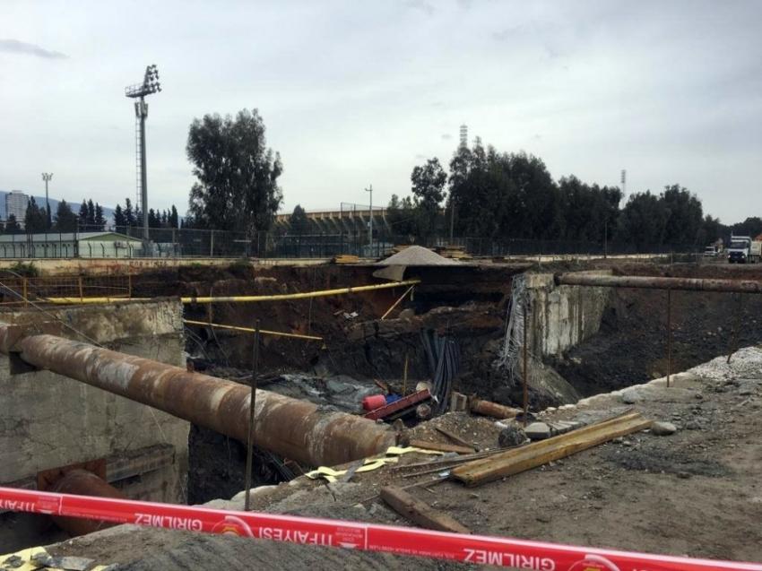 İzmir'de 2 kişi duvarın altında kaldı