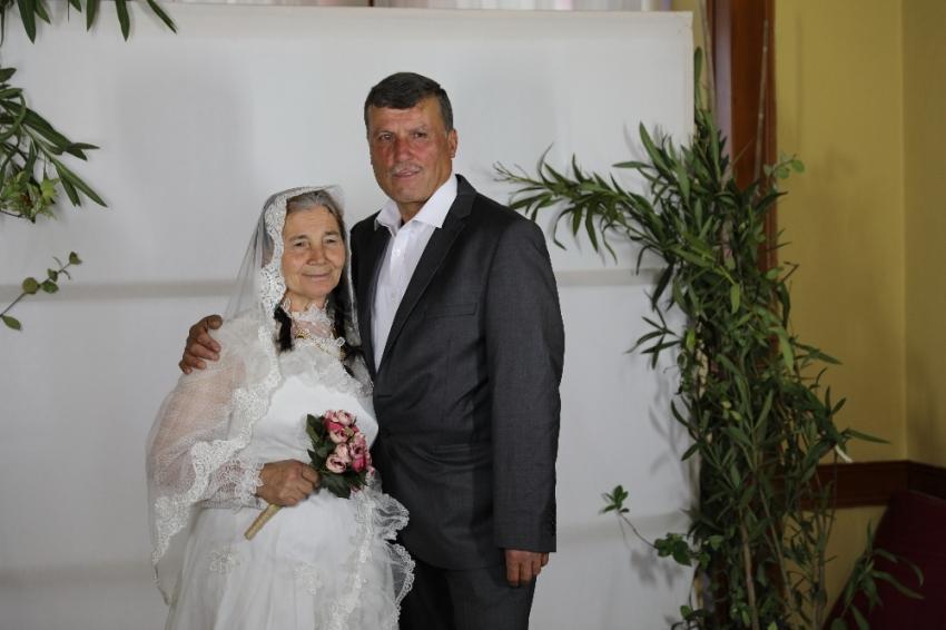 50 yıl sonra Sevgililer Günü'nde gelinlik giydiler