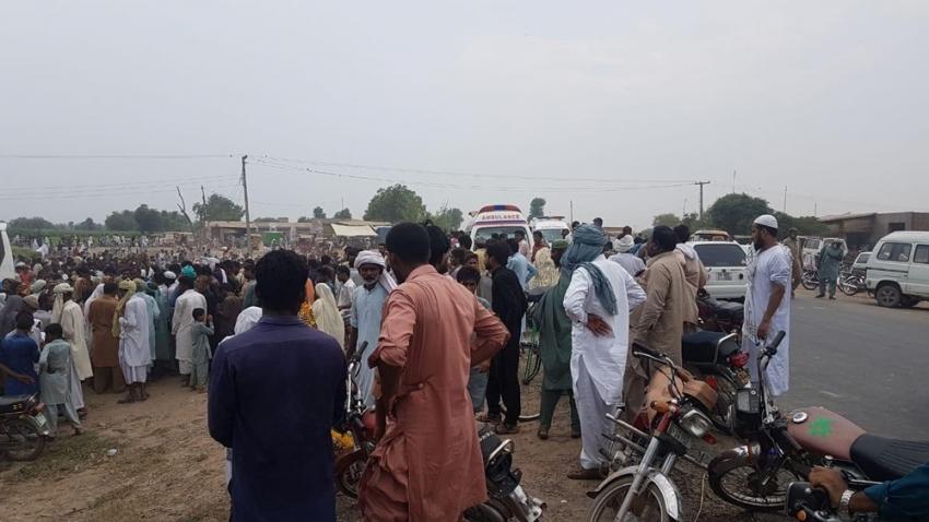 Pakistan'da otobüs ile çekçek çarpıştı: 9 ölü