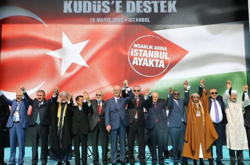 Erdoğan ve Bahçeli el ele mitinge katılanları selamladı